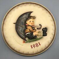 1981 Goebel Hummel 11th Annual Collectors Plate Umbrella Boy West Germany