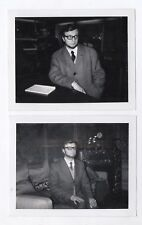 PHOTO ANCIENNE Lot 2 photos Portrait Homme Polaroïd N&B Costume 1960 Manteau
