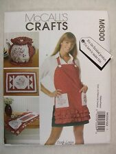 Apron size 8 to 26 and Tablerunners Placemats Tea Cozy sewing pattern M6300
