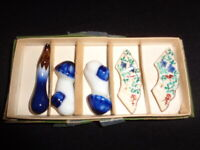 VINTAGE SET OF CERAMIC  CHOPSTICK HOLDERS IN BOX JAPAN Rare