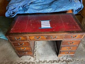 ANTIQUE STYLE LEATHER TOP MAHOGANY TWIN PEDESTAL KNEE HOLE WRITING DESK + KEY.