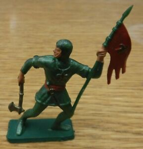 Vintage STARLUX 1970's, Medieval Knight, 54mm scale plastic. (b)