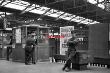 PHOTO  1977 RAILMEN AT MANCHESTER VICTORIA RAILWAY STATION AT THE BARRIERS TO PL