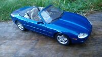 Maisto 1:18 Blue 1996 Jaguar XK8 V8 Convertible Cabriolet Detailed Diecast Car