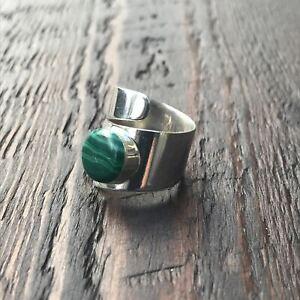 Green Malachite Twist Design Sterling Silver Ring