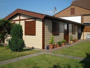 Fassadenverkleidung - Fassadenprofil mit Holzprägung aus Kunststoff;