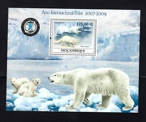 Mozambique 2009 Polar Year PERFORATED Polar Bear ,  Fox Minisheet NH Sc 1929