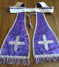 Ancienne étole pastorale en soie violette ,doublée soie,colletine en dentelle