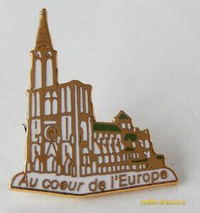 Ancien PIN'S : Au COEUR de L'EUROPE - Cathédrale de STRASBOURG
