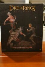 The Wall of Helms Deep Aragorn vs Uruk-Hai, Sideshow Diorama, LOTR, discontinued