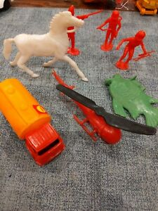 Vintage plastic toy lot Soldiers And Truck