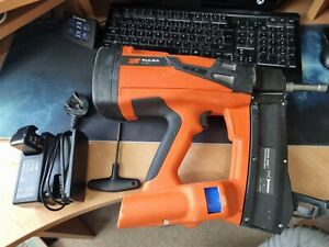 Paslode Spit Pulsa 800P+ Nailgun, Charger & battery. Great condition