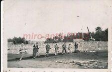 Foto, Nachl.Offz. Inf., Trapani, Bevölkerung beim Leitungsbau, 1943, 5026-569