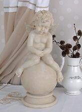 Gartenfigur Engel Shabby Chic Figur Steinguss Amor auf Kugel Weiss