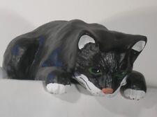 Figur Katze H 16 x L 43 cm Dekofigur und Gartenfigur aus Kunstharz