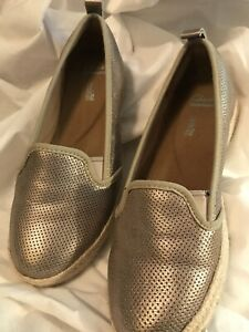GOLD CLARK SOFT CUSHION SLIP ON BOAT STYLE  SHOES 7 M