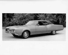 1967 Oldsmobile 98 Holiday Coupe Press Photo and Release 0113