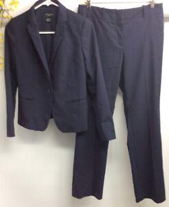 Ann Taylor Women's Navy Blue Stripe Polyester Blend 2 Piece Pant Suit Sz 2P EUC.