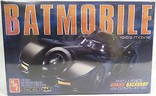 Batman le film: 1989 Batmobile 1:25 scale model kit fait par AMT. + toile de fond