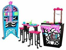 Monster High Social Spots Creepateria Classrooms School house Furniture.