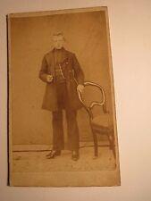 neben einem Stuhl - Thonet ? stehender junger Mann - ca. 1860/70er Jahre / CDV