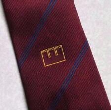 Château crest motif papillon 1970s 1980s bourgogne par toye kenning & spencer logo de club