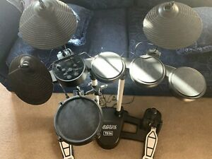 Electric drum Kit. 7 pieces black, very light