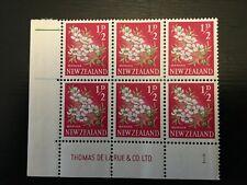 NZ 1960 QEII 1/2d Manuka Pictorial Plate Block 1 muh (NZPB129)