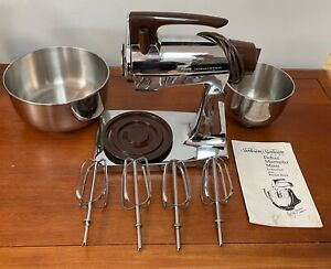 Sunbeam Vista Deluxe Mixmaster with 4 beaters, 2 bowls & instructions