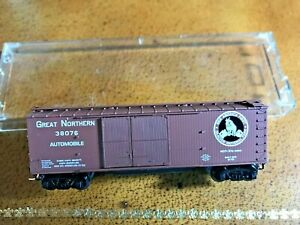 2001 Microtrains 41030 Great Northern 40' 1 1/2 door double-sheathed boxcar, NIB