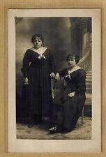 Carte Photo vintage card RPPC 2 femmes soeurs ( jumelles ? ) bt182