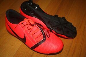 New In Box Women Nike Phantom Venom Club MG Soccer Cleats AO0577-600 SHIP FREE