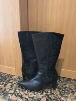 STYLISH CLARKS NINETTE BLACK LEATHER /SUEDE BOOTS SIZE 7/41 WORN TWICE GREAT-CON