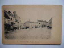MALESHERBES  :  La Place du Martroi.