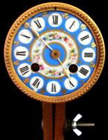 XIX S, rare petit Mouvement Polychrome Sèvres Pendule Cartel fonctionne et sonne