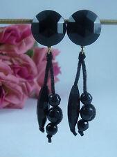 Mode-Ohrschmuck aus Kunststoff mit Cabochon-Schliffform