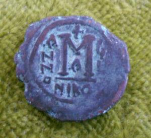 #C31. BYZANTINE  BRONZE FOLLIS  COIN - PROBABLY EMPEROR MAURICE, 582-602 AD
