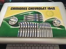 1942 Chevrolet Camiones Truck Brochure ORIGINAL Pickup Suburban Panel in Spanish