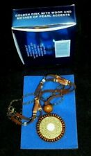 BEAUTIFUL AVON GOLDEN DISK NECKLACE IN WOOD AND MOTHER OF PEARL ACCENTS NOS