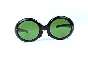 FABULOUS BLACK PARIS SUNGLASSES VINTAGE PARTY FRANCE GREEN LENS CATS EYES NOS