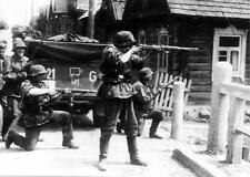 WW2 Photo, German Wehrmacht  troops with K98 Mausers  WWII World War Two / 2096