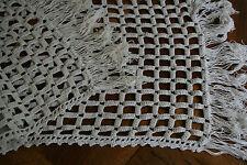 ancien chemin de table ,N°120, 149x42,5cm, dentelle au crochet,franges