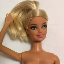 2009 BARBIE Bendable Knees Bent RIGHT Arm Light Blonde in PONYTAIL