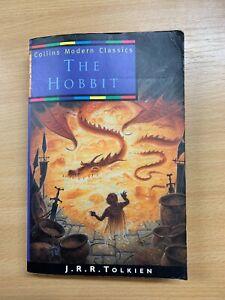"""1998 J R R TOLKIEN """"THE HOBBIT"""" FICTION PAPERBACK BOOK (P3)"""