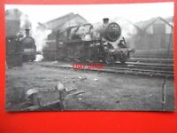 PHOTO  BR STANDARD CLASS 4 LOCO NO 76026 AT ASTLEIGH 1953