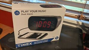 NEW IN BOX - Timex T231GRY, Dual Alarm MP3 Line-in Radio with Digital Tune - NIB
