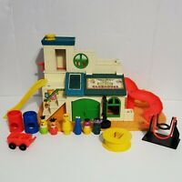 VINTAGE Fisher Price LITTLE PEOPLE Sesame Street Club House #937 near complete!