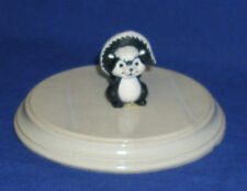 Hallmark Valentine Merry Miniature Skunk with Heart 1985 Used with Gold Seal