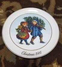 "Avon Christmas Plate ""Sharing the Christmas Spirit"" 1981"