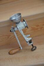 Fleischwolf, klein, abnehmbarer Einfülltrichter aus Aluminium, 50er, Vintage!